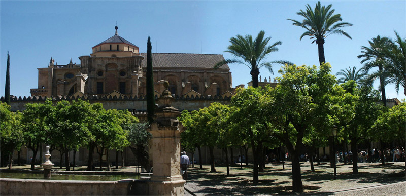 http://www.capper-online.de/Travel/Iberia/assets/images/03_Mezquita_Garden.JPG